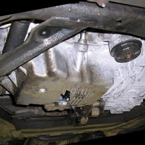 пробитый поддон автомобиля