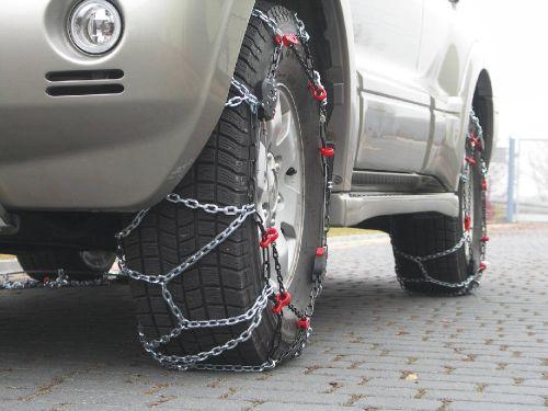 автомобиль с цепями
