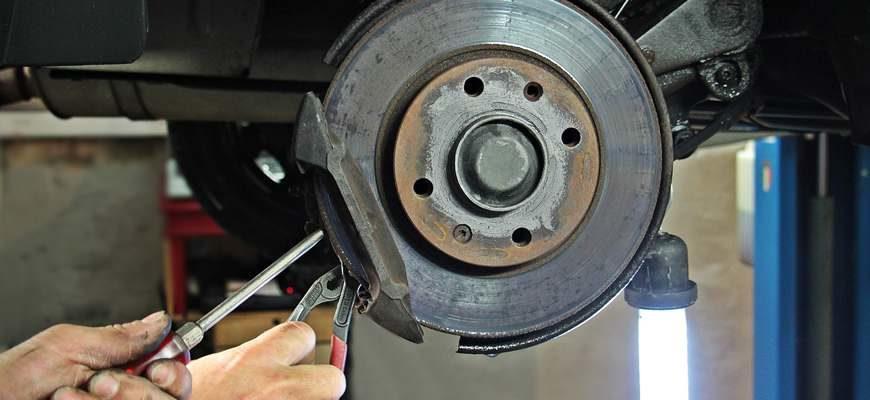 Инструкция по замене тормозных колодок
