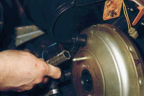 двигатель подтраивает из-за подсоса воздуха