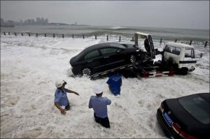 автомобиль смыл тайфун